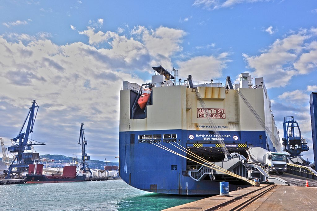 Roro services - Roro Ship Unloading